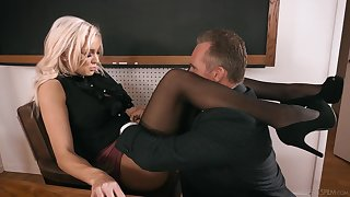 Strict awaiting busty tow-headed arch Kenzie Taylor lures coxcomb to fuck mad